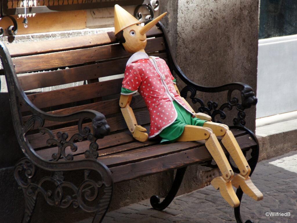 Pinocchio fa causa a Nigel Farage foto di Wilfried Blankertz