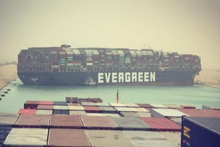 Gifantesca nave cargo Ever Given blocca Canale di Suez