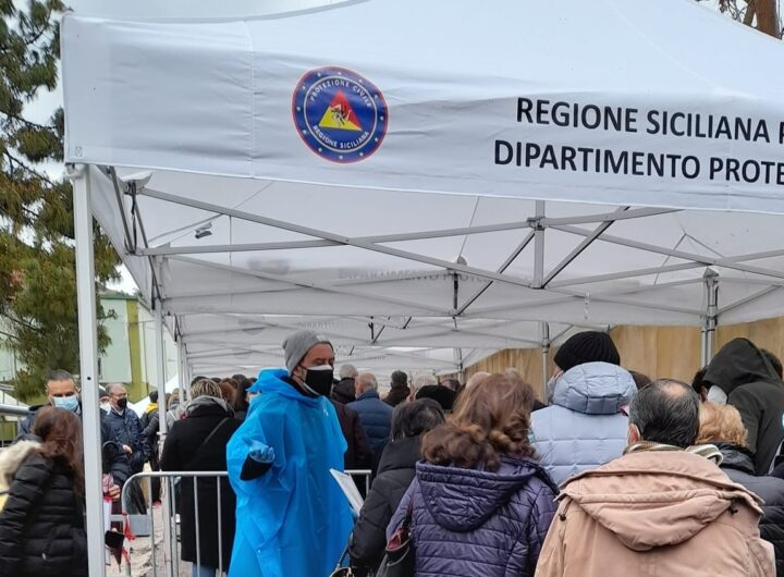 Verggna vaccinazioni in Siciia code fiera del Mediterraneo C M
