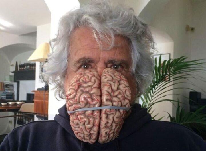 Beppe Grillo con cervello foto tratta dalla sua pagina FB