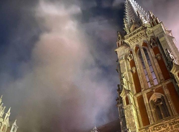 Cattedrale di San Nicola a Kyiv in fiamme